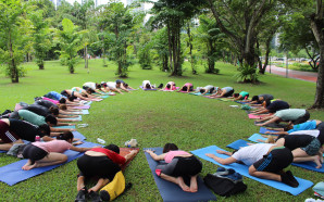 Yoga in the Park: 100 minutes of pure Inversion