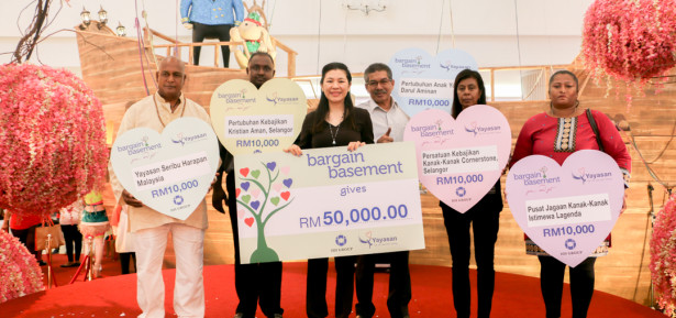 ICM - Group photo with the five beneficiaries in mock cheque presentatio...