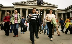 first-chinese-tourists-to-visit-uk-go-sightseeing-53284340-58454e0ac2a91