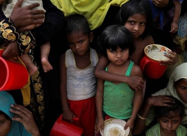 rohingya-refugees-wait-to-get-distributed-meals-at-moynarghona-refugee-settlement-near-cox-s-bazar-5